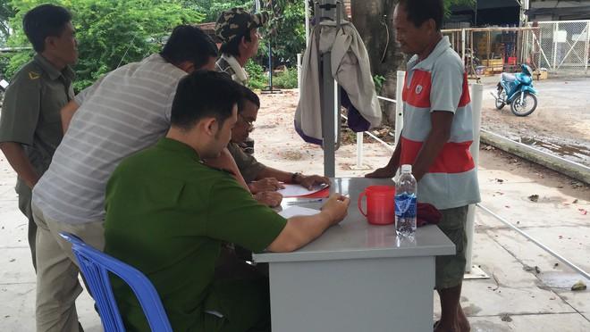 Hành khách đi xe buýt sông Sài Gòn hốt hoảng phát hiện thi thể người đàn ông nổi lên - Ảnh 1.