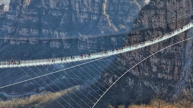 11 cây cầu treo đáng sợ nhất thế giới - Ảnh 2.