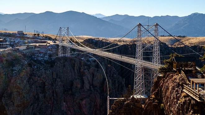 11 cây cầu treo đáng sợ nhất thế giới - Ảnh 4.