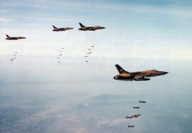 Phát bắn thần kỳ của tên lửa VN: Con Đô đốc Mỹ bị bắt sống, cường kích A-4 hít xỉ than - Ảnh 1.