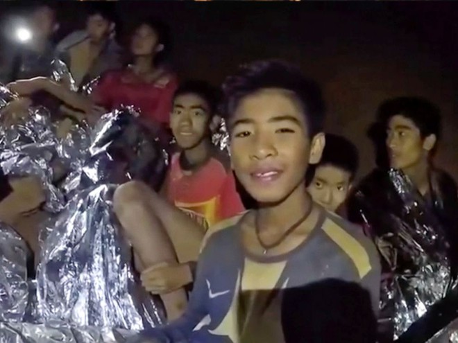 Để thoát khỏi hang Tham Luang, đội bóng thiếu niên phải vượt qua nút thắt 38cm - Ảnh 5.
