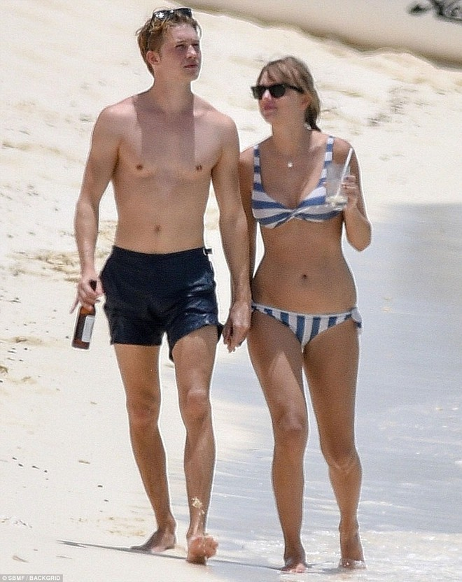 Taylor Swift lộ bụng ngày càng béo ra khi mặc bikini hẹn hò bên bạn trai - Ảnh 6.