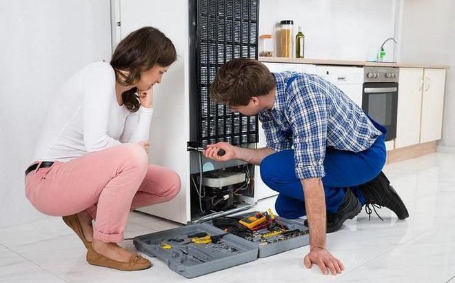 Tủ lạnh chảy nước, thường xuyên chạy là bị làm sao? Cách khắc phục thế nào?