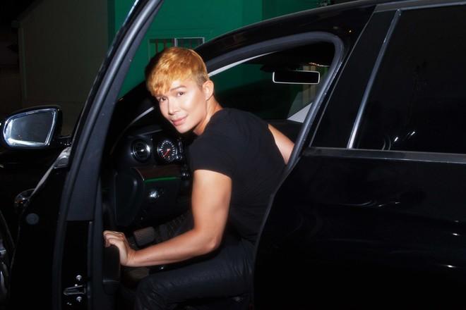 Nathan Lee tự lái xe tiền tỷ đi diễn - Ảnh 3.