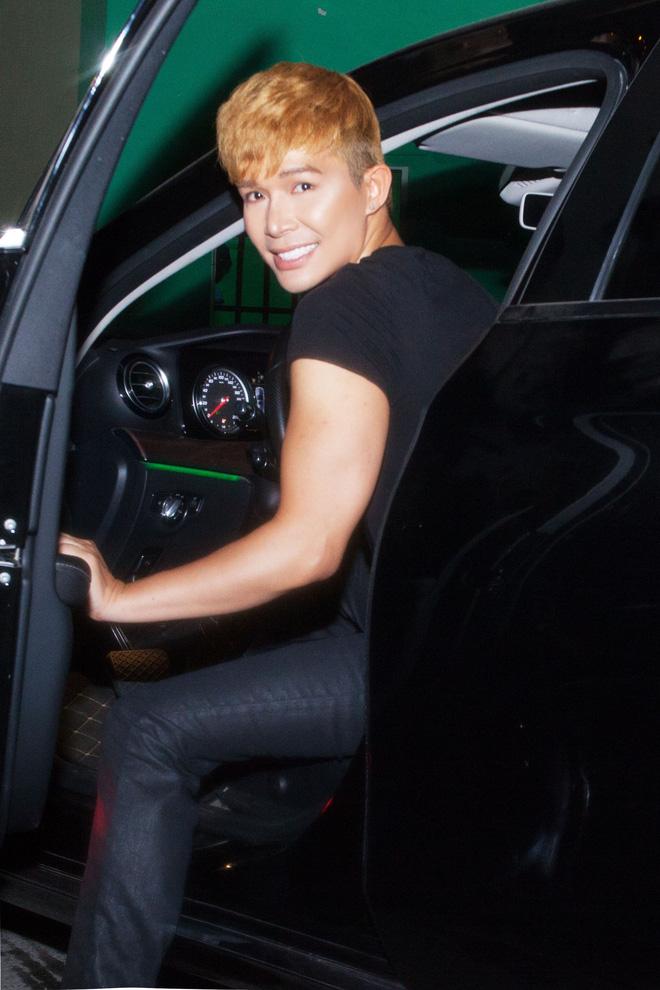 Nathan Lee tự lái xe tiền tỷ đi diễn - Ảnh 2.