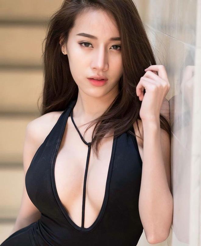 Xuất hiện trong đoạn clip ngắn 1 phút, cô gái khiến dân mạng Việt ráo riết truy tìm danh tính - Ảnh 7.