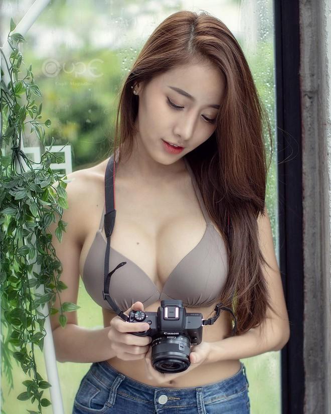 Xuất hiện trong đoạn clip ngắn 1 phút, cô gái khiến dân mạng Việt ráo riết truy tìm danh tính - Ảnh 2.