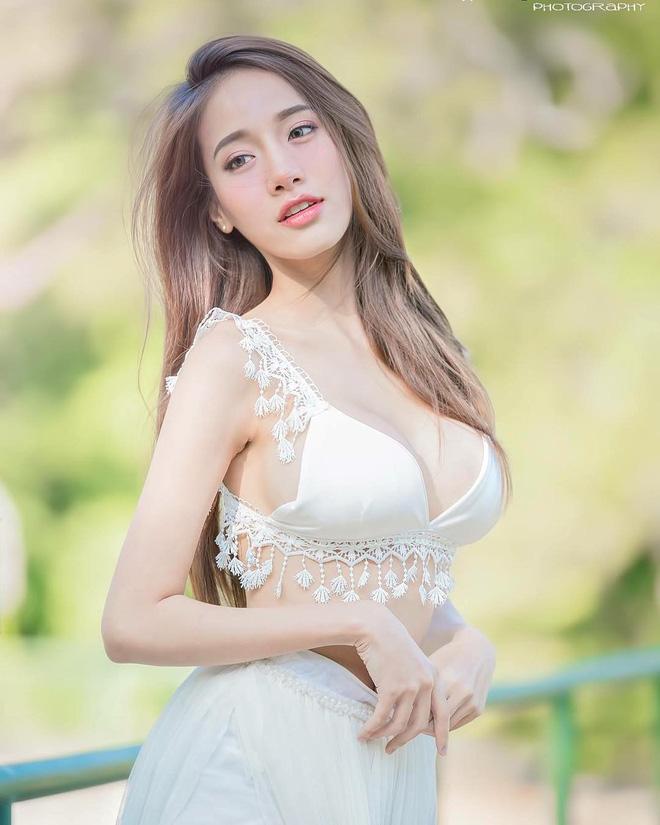 Xuất hiện trong đoạn clip ngắn 1 phút, cô gái khiến dân mạng Việt ráo riết truy tìm danh tính - Ảnh 5.