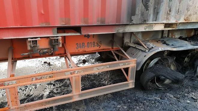 Hiện trường xe khách cháy rụi sau tai nạn trên đường vành đai 3  - Ảnh 3.