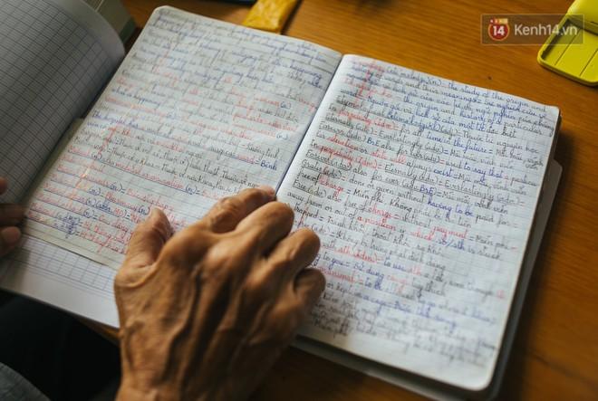 Chuyện ông cụ 77 tuổi ngồi ở thư viện Sài Gòn từ sáng đến tối mịt: Ăn cơm từ thiện, luyện học tiếng Anh - Ảnh 4.