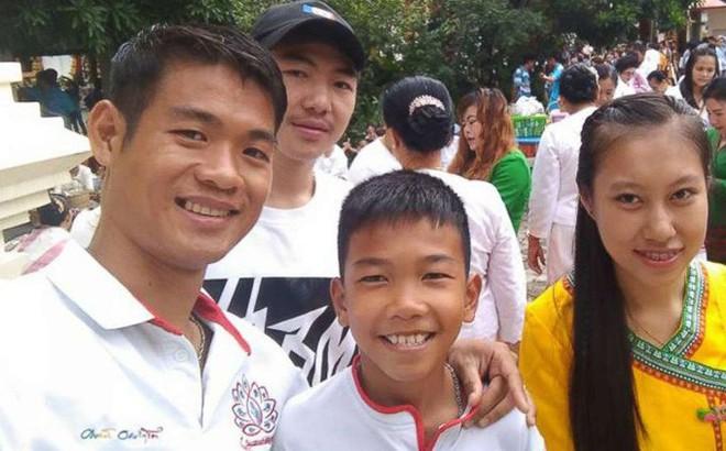 Vụ giải cứu đội bóng Thái Lan: Không ai ngạc nhiên khi vị huấn luyện viên ra cuối cùng