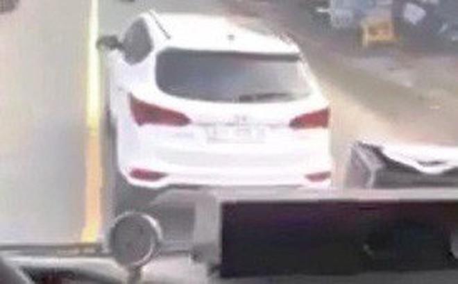 Xác định tài xế ôtô 7 chỗ không nhường đường cho xe chữa cháy suốt 4km