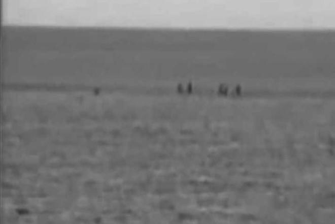 Gạc Ma sáng 14/3/1988: Phút trước lính TQ còn mời ăn lương khô, phút sau đã dí súng vào đầu chiến sĩ VN - Ảnh 2.