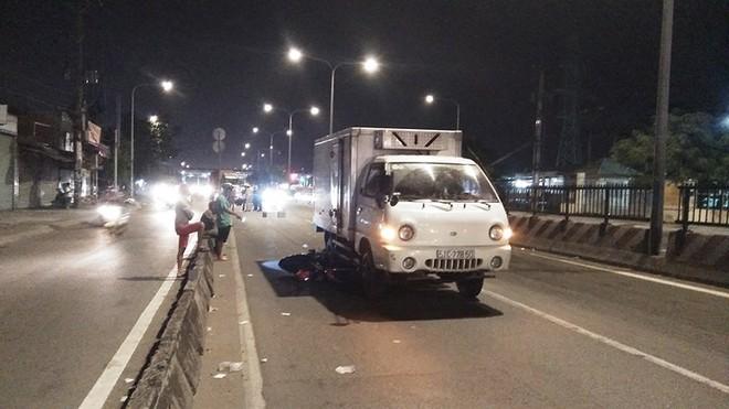 Xe máy bị kéo lê khi vào đường cấm ở quận Bình Tân - Ảnh 1.