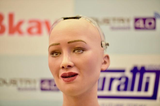 Robot Sophia mặc áo dài, trò chuyện về 4.0 ở Việt Nam - Ảnh 8.