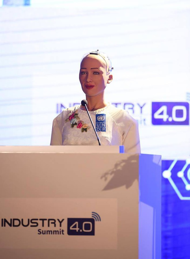 Robot Sophia mặc áo dài, trò chuyện về 4.0 ở Việt Nam - Ảnh 4.