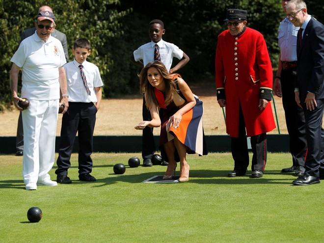 Đệ nhất phu nhân Tổng thống Mỹ lộ vẻ yêu kiều trong chuyến công du Vương quốc Anh - Ảnh 9.