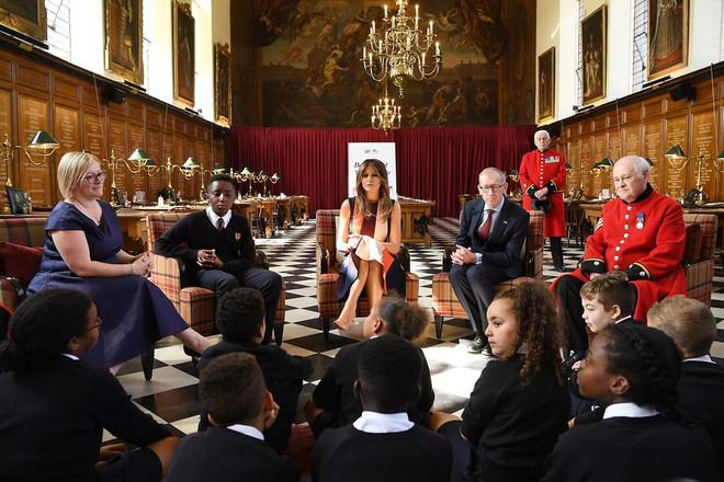 Đệ nhất phu nhân Tổng thống Mỹ lộ vẻ yêu kiều trong chuyến công du Vương quốc Anh - Ảnh 8.