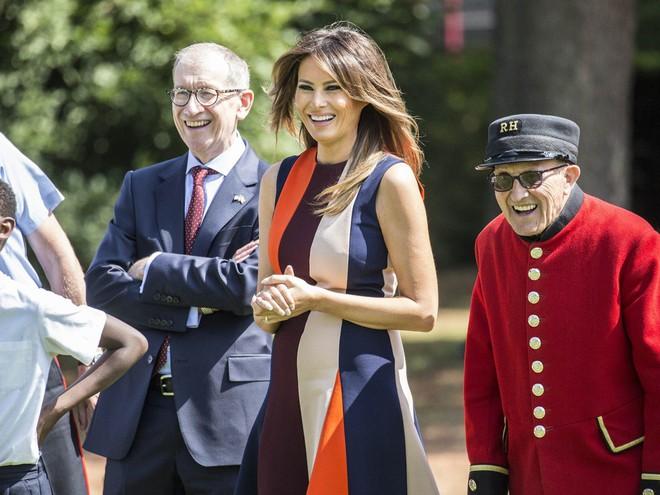 Đệ nhất phu nhân Tổng thống Mỹ lộ vẻ yêu kiều trong chuyến công du Vương quốc Anh - Ảnh 11.