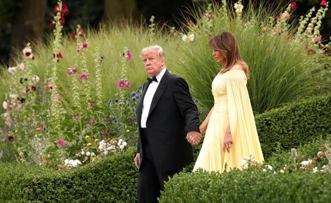 Đệ nhất phu nhân Tổng thống Mỹ lộ vẻ yêu kiều trong chuyến công du Vương quốc Anh - Ảnh 3.