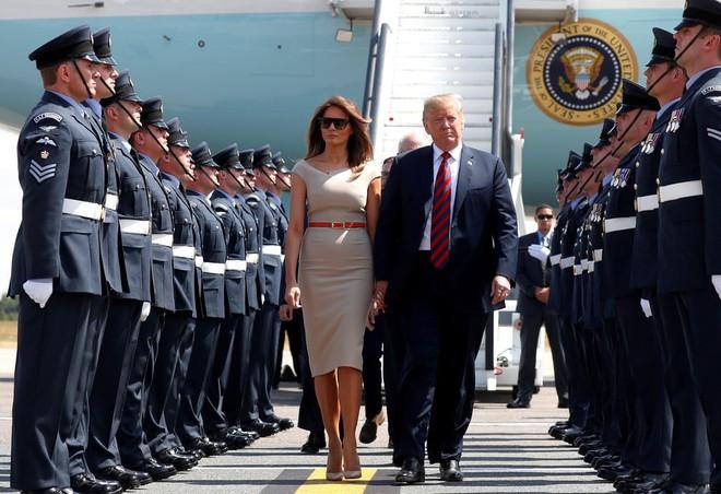 Đệ nhất phu nhân Tổng thống Mỹ lộ vẻ yêu kiều trong chuyến công du Vương quốc Anh - Ảnh 2.