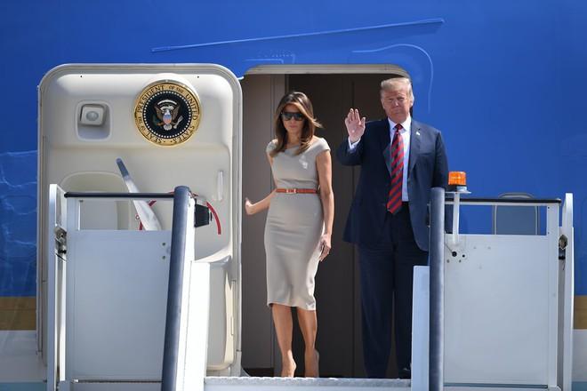 Đệ nhất phu nhân Tổng thống Mỹ lộ vẻ yêu kiều trong chuyến công du Vương quốc Anh - Ảnh 1.