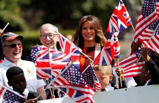 Đệ nhất phu nhân Tổng thống Mỹ lộ vẻ yêu kiều trong chuyến công du Vương quốc Anh - Ảnh 12.