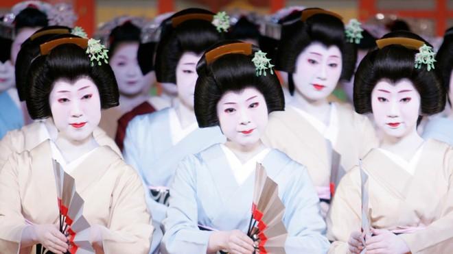 15 bức ảnh mặt mộc không son phấn của các nàng geisha thế kỷ 19 đẹp đến ngỡ ngàng làm bạn không thể rời mắt - Ảnh 1.