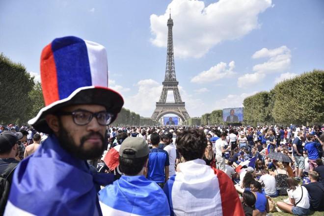CĐV Pháp lại tấn công cảnh sát, gây náo loạn Paris ngay trước giờ G - Ảnh 5.