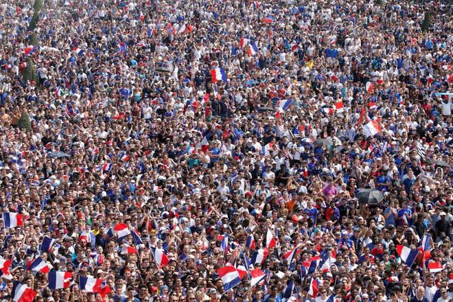 CĐV Pháp lại tấn công cảnh sát, gây náo loạn Paris ngay trước giờ G - Ảnh 6.