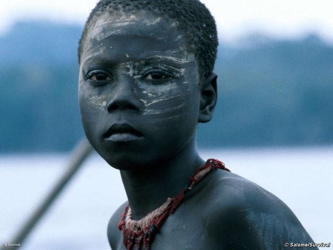 Trên Trái đất vẫn còn các bộ tộc chưa thoát khỏi kỳ đồ đá, và bạn biết họ sống thế nào không? - Ảnh 1.