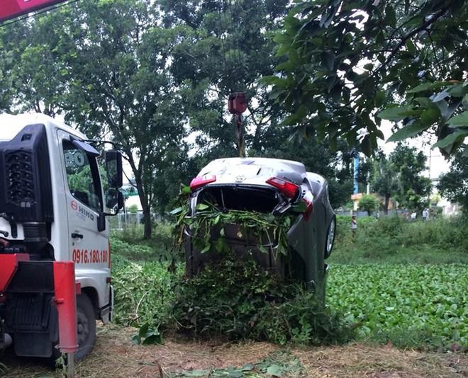 Tập lái ô tô tông chết người đang làm vườn ở Hóc Môn - Ảnh 1.