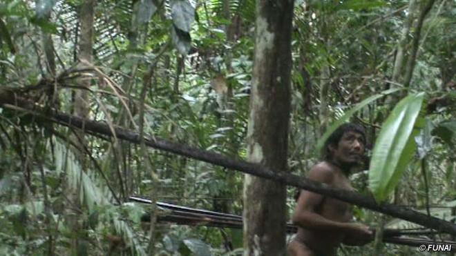 Trên Trái đất vẫn còn các bộ tộc chưa thoát khỏi kỳ đồ đá, và bạn biết họ sống thế nào không? - Ảnh 9.