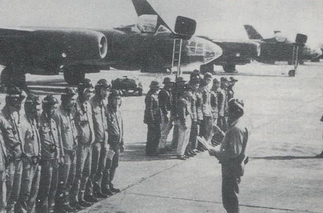 Máy bay ném bom từng sát cánh bên KQ Việt Nam - Huyền thoại bầu trời chưa bao giờ thất bại - Ảnh 5.