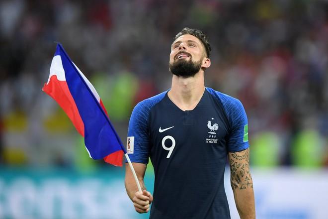 Giroud: Cả World Cup chỉ biết sút trượt, nhưng lúc ăn mừng lại chọn vị trí rất tinh tế - Ảnh 3.