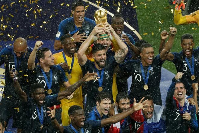 Giroud: Cả World Cup chỉ biết sút trượt, nhưng lúc ăn mừng lại chọn vị trí rất tinh tế - Ảnh 2.