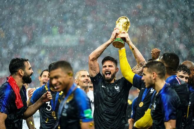 Giroud: Cả World Cup chỉ biết sút trượt, nhưng lúc ăn mừng lại chọn vị trí rất tinh tế - Ảnh 4.
