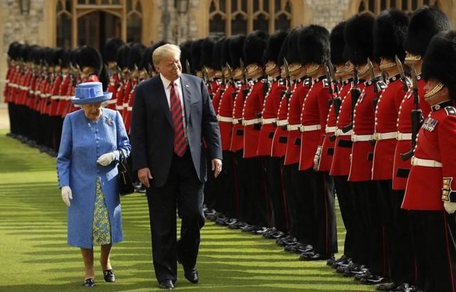 Ông Trump ấn tượng về Nữ hoàng Elizabeth - Ảnh 1.