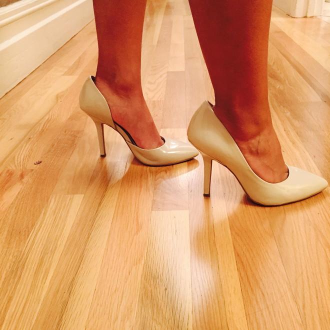 Khoe mình mua được đôi giày xịn với giá 90 nghìn, cô vợ bất ngờ vì chồng tỏ vẻ không hài lòng, lại còn rơm rớm nước mắt - Ảnh 2.
