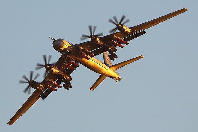F-22 Mỹ áp sát Lão già gân Tu-95MS Nga mà không dám bắt nạt: Chưa từng có trong lịch sử? - Ảnh 4.