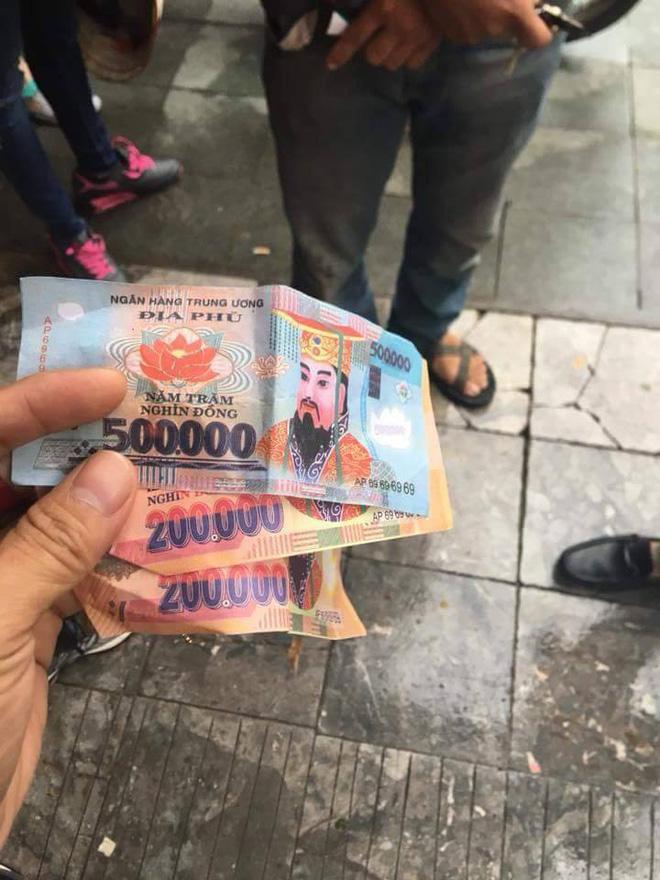 Khách Tây tố bị xích lô ở Hà Nội lừa đảo, dùng tiền âm phủ trả lại 900 nghìn - Ảnh 1.