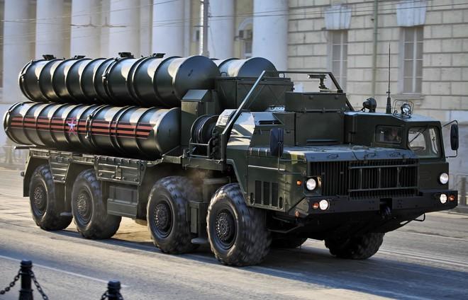 Hệ thống phòng thủ S-400 Nga: Chưa bắn một phát đạn, cả thế giới đã khuynh đảo! - Ảnh 1.