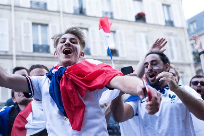Những người hùng về nhì Croatia được chào đón như nhà vô địch - Ảnh 9.