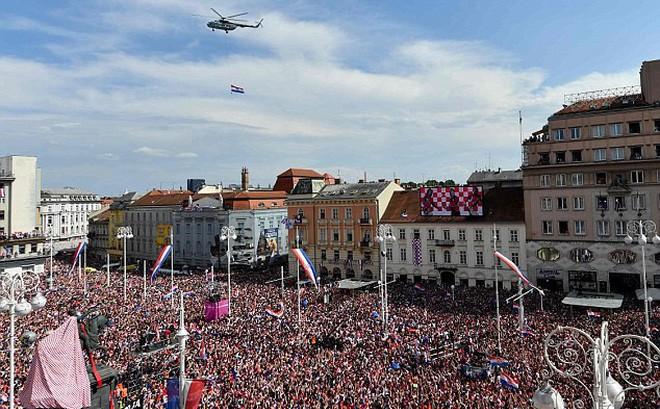 Những người hùng về nhì Croatia được chào đón như nhà vô địch