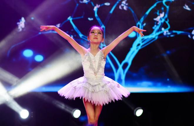 Em họ 7 tuổi xinh đẹp của Phạm Băng Băng chính thức nối gót chị, dấn thân vào showbiz - Ảnh 2.