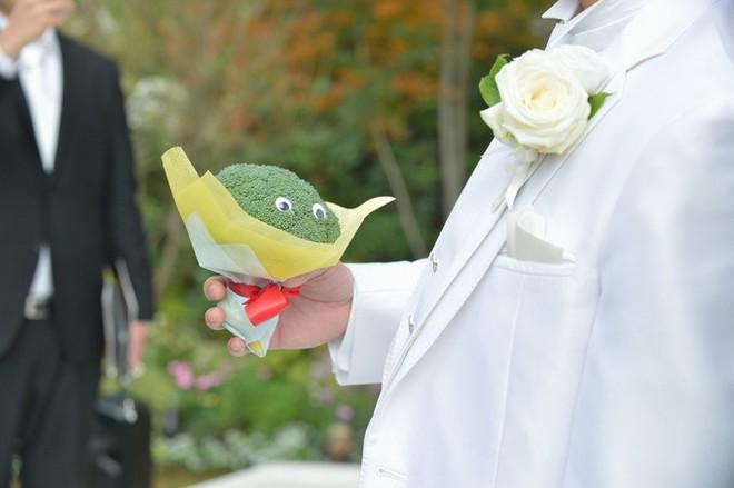 Chiều lòng cô nàng thích độc lạ, anh người yêu đã tặng một bó hoa chỉ toàn súp lơ xanh, có cả tỏi điểm danh - Ảnh 13.