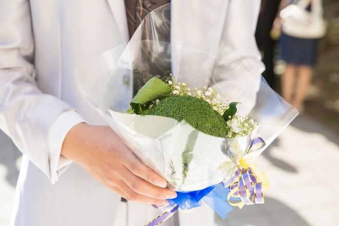 Chiều lòng cô nàng thích độc lạ, anh người yêu đã tặng một bó hoa chỉ toàn súp lơ xanh, có cả tỏi điểm danh - Ảnh 14.