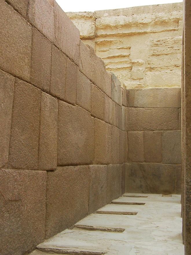 Sự phi lý thách thức mọi khái niệm logic của những tảng cự thạch khổng lồ  - Ảnh 3.