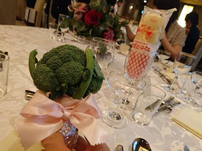 Chiều lòng cô nàng thích độc lạ, anh người yêu đã tặng một bó hoa chỉ toàn súp lơ xanh, có cả tỏi điểm danh - Ảnh 5.