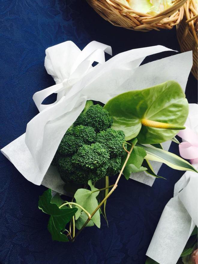 Chiều lòng cô nàng thích độc lạ, anh người yêu đã tặng một bó hoa chỉ toàn súp lơ xanh, có cả tỏi điểm danh - Ảnh 8.